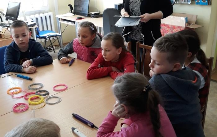 Edukacija su 3D pieštukais Kuršėnų V. Vitkausko bibliotekos vaikų literatūros skyriuje